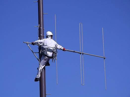 屋外拡声子局空中線点検作業